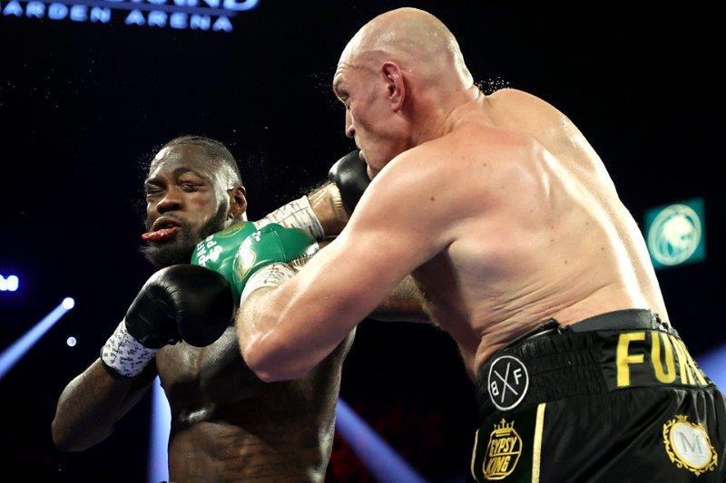 Tyson Fury trở thành tân vương WBC hạng nặng