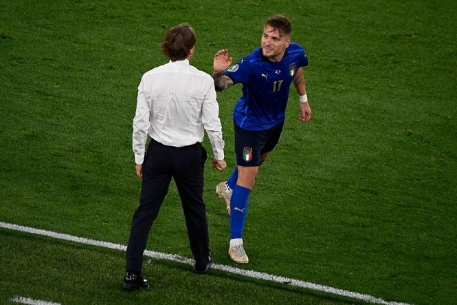 HLV Mancini muốn ngôi đầu cho Italia và kỷ lục của Pozzo