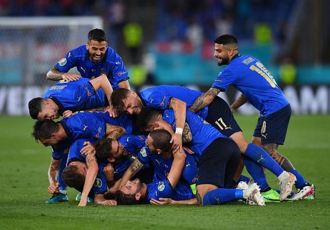 Italia chính thức giành vé đi tiếp sau 2 trận thắng liên tiếp
