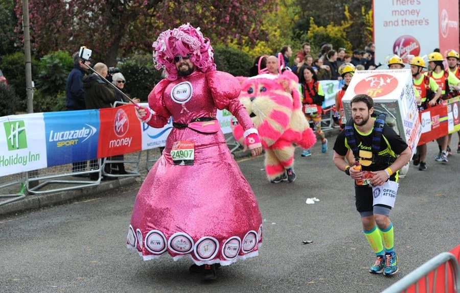 Những kỷ lục thế giới Guinness kỳ dị nhất ở London Marathon 2021