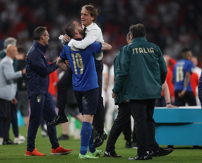 HLV Mancini nghẹn ngào sau khi Italia vô địch EURO 2021