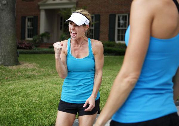 Người phụ nữ chạy marathon kỷ niệm 10 năm từng suýt chết vì đau tim