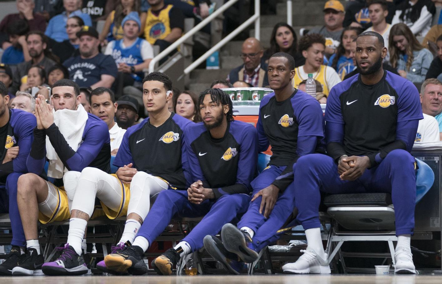 Các cầu thủ trẻ của Lakers thi đấu không như kỳ vọng, LeBron James nghĩ gì về điều này? - Ảnh 1.