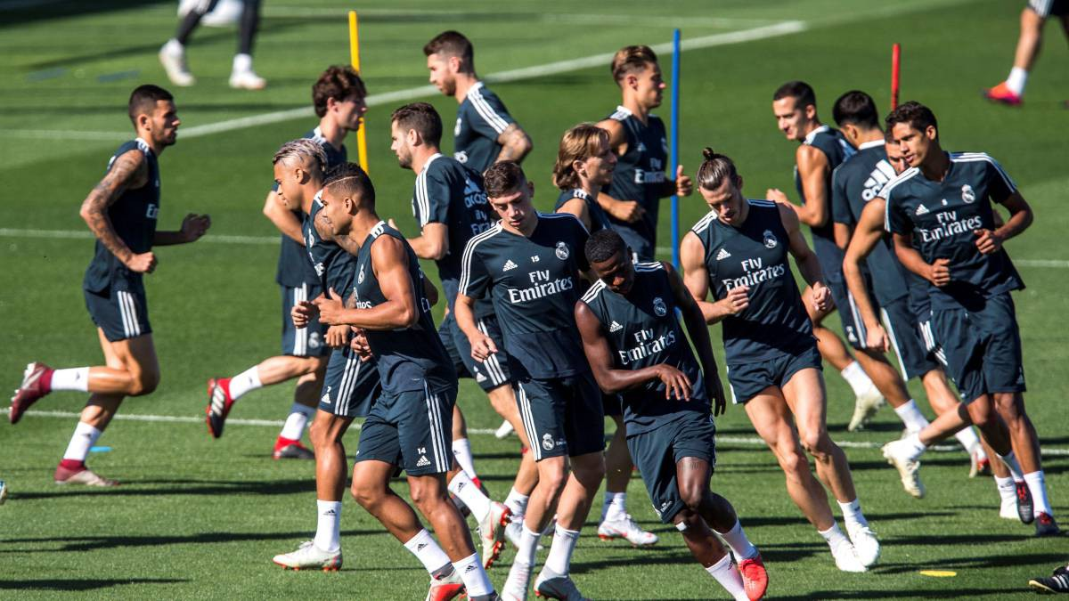 """Sung mãn khi trở lại, Real Madrid chữa khỏi """"virus FIFA"""" từ 5 năm gần đây - Ảnh 1."""