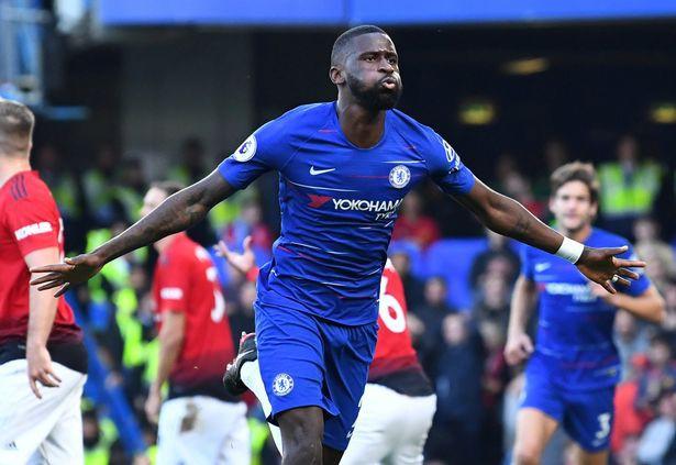 Paul Pogba đã la hét gì với Victor Lindelof sau khi Man Utd bị Chelsea chọc thủng lưới? - Ảnh 2.
