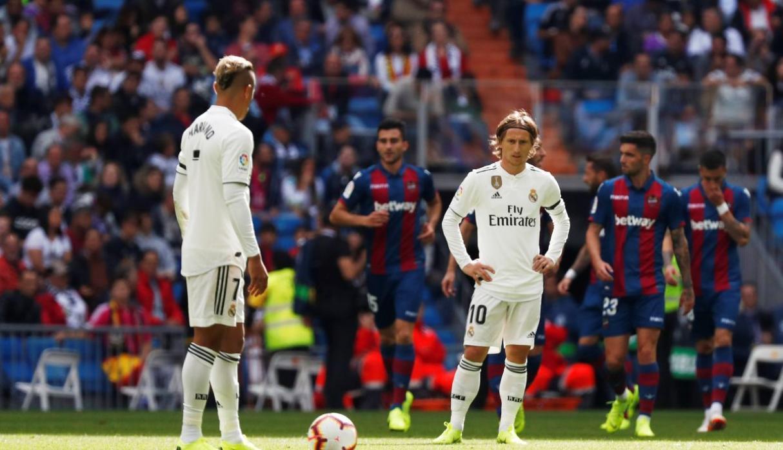 BLĐ Real Madrid họp khẩn cấp để sa thải HLV Lopetegui? - Ảnh 1.