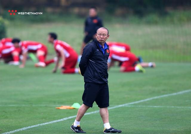 Đội tuyển Việt Nam đang biến đổi vị trí chạy cánh trước thềm AFF Cup 2018 - Ảnh 1.