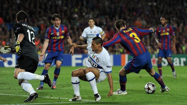 Vì sao đối thủ cũ Miranda có thể mang quà chiến thắng tới cho Barcelona? - Ảnh 6.