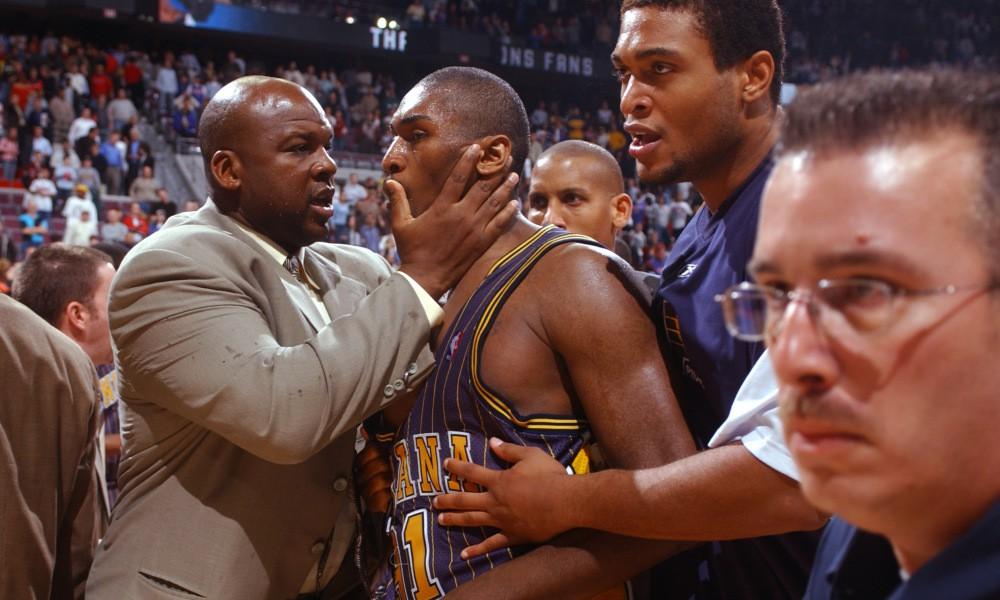 Hóa ra ngôi sao Phoenix Suns lại là nhân chứng nhí trong thảm họa ẩu đả lớn nhất NBA - Ảnh 3.