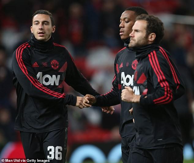 Đầu mùa giải là hàng thủ và giờ Jose Mourinho vẫn đau đầu với hàng thủ của Man Utd - Ảnh 1.