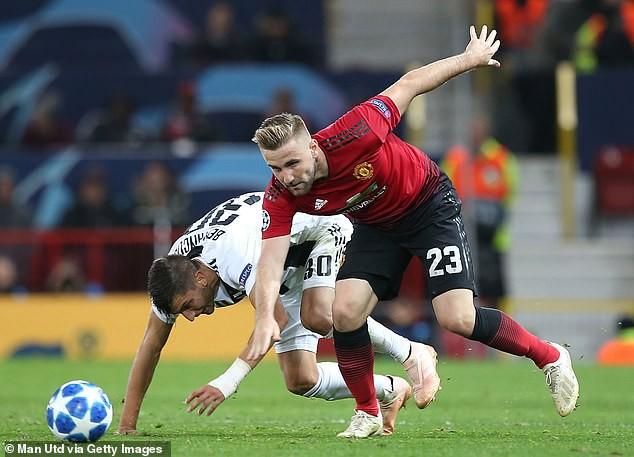 Đầu mùa giải là hàng thủ và giờ Jose Mourinho vẫn đau đầu với hàng thủ của Man Utd - Ảnh 4.
