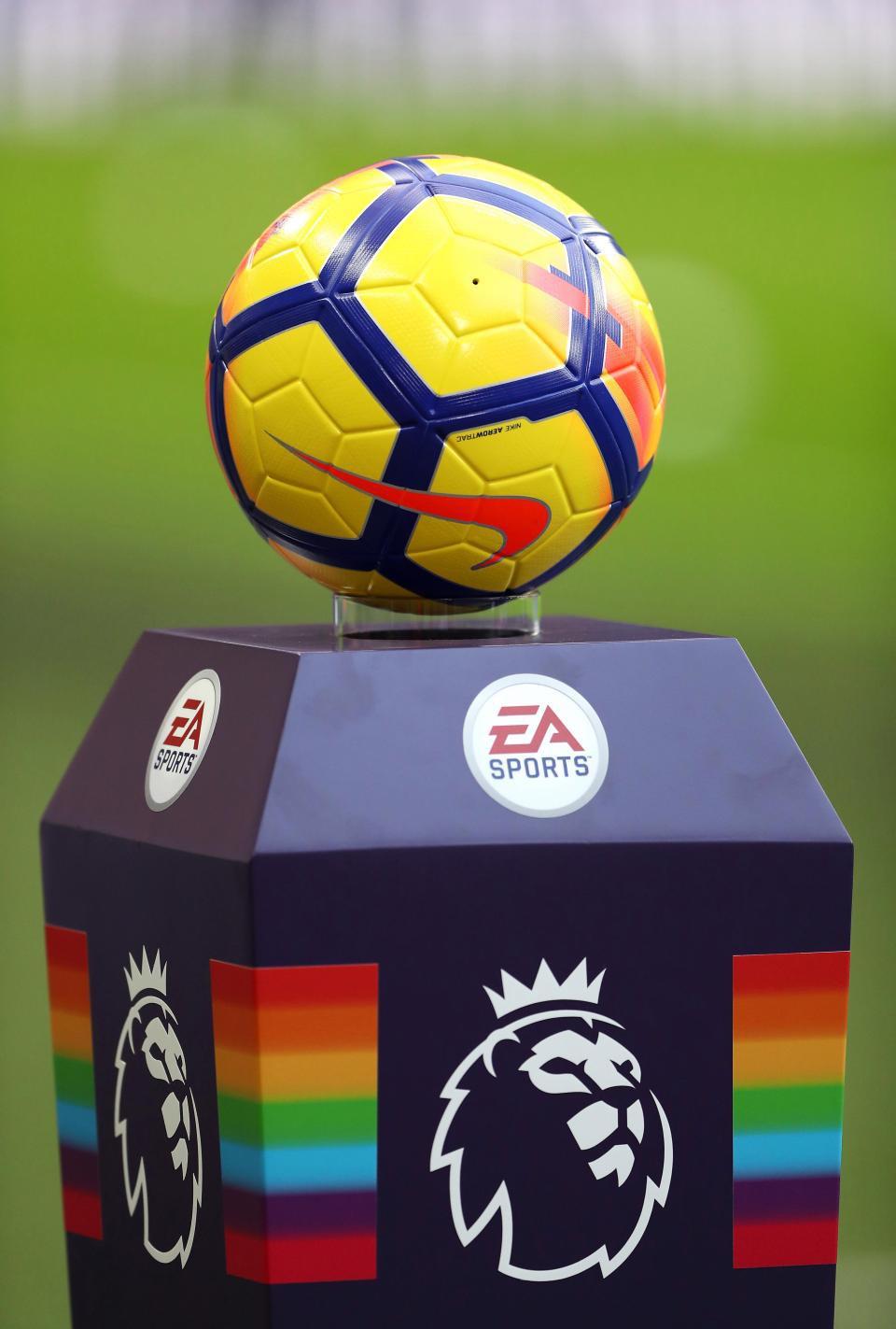 Trái bóng vàng dành cho Man Utd và Mohamed Salah - Ảnh 1.