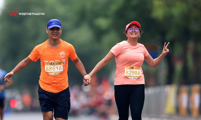 Longbien Marathon 2018: Nắm tay nhau về đích! - Ảnh 6.