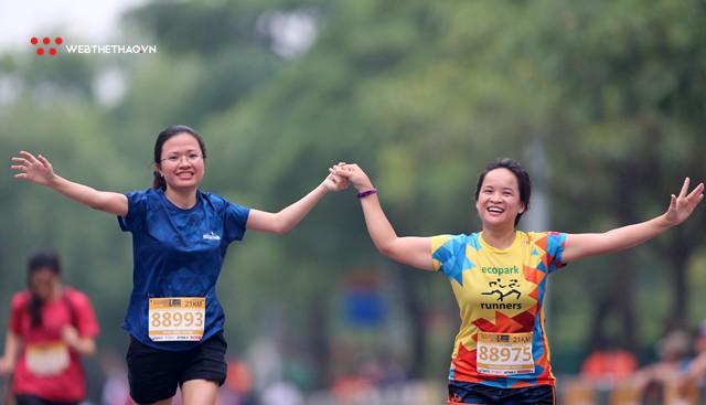 Longbien Marathon 2018: Nắm tay nhau về đích! - Ảnh 15.