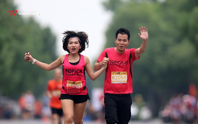 Longbien Marathon 2018: Nắm tay nhau về đích! - Ảnh 8.