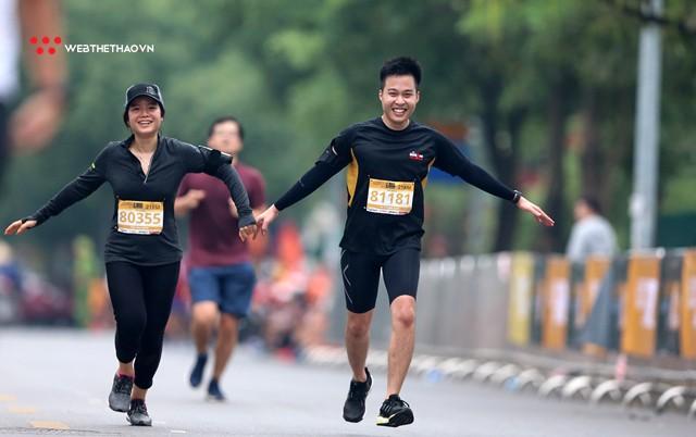 Longbien Marathon 2018: Nắm tay nhau về đích! - Ảnh 12.