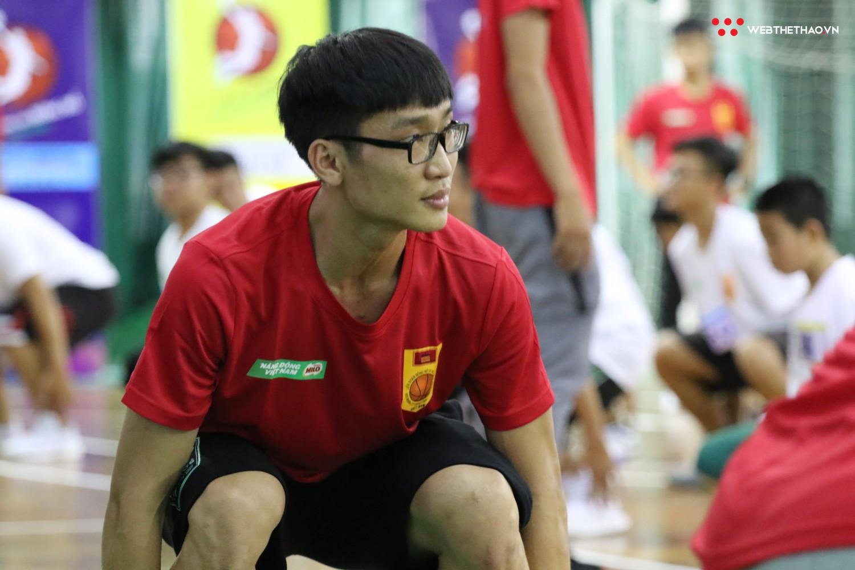 Ngày hội tuyển chọn vận động viên bóng rổ TP HCM: Sao VBA tất bật truyền lửa cho thế hệ đàn em - Ảnh 4.