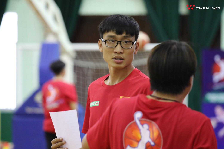 Ngày hội tuyển chọn vận động viên bóng rổ TP HCM: Sao VBA tất bật truyền lửa cho thế hệ đàn em - Ảnh 8.