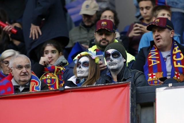 Barca khiến Real Madrid xây xẩm với chiến thắng bàn tay nhỏ - Ảnh 1.