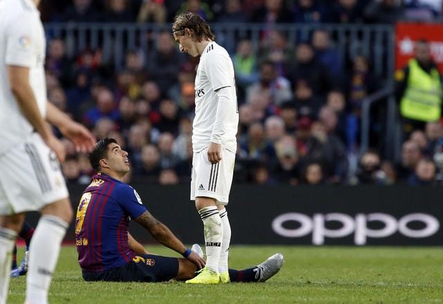 Barca khiến Real Madrid xây xẩm với chiến thắng bàn tay nhỏ - Ảnh 14.