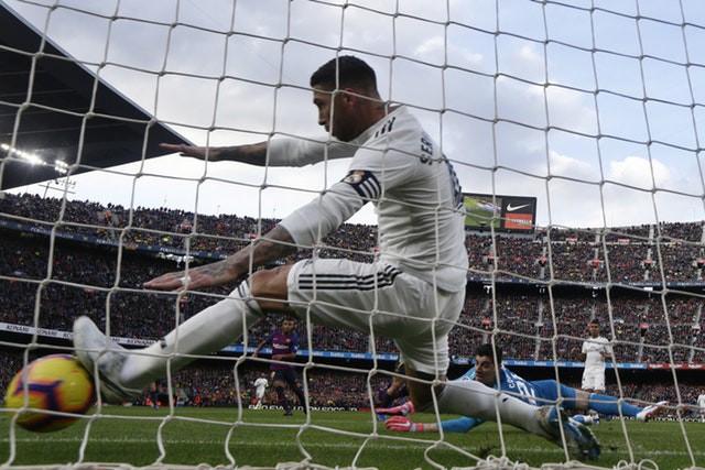 Barca khiến Real Madrid xây xẩm với chiến thắng bàn tay nhỏ - Ảnh 4.