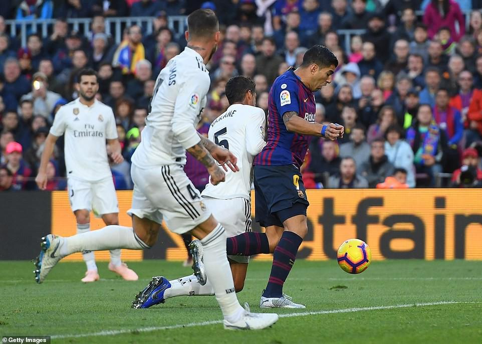 Hat-trick thần thánh của Suarez và top 5 điểm nhấn không thể bỏ qua ở trận El Clasico - Ảnh 5.