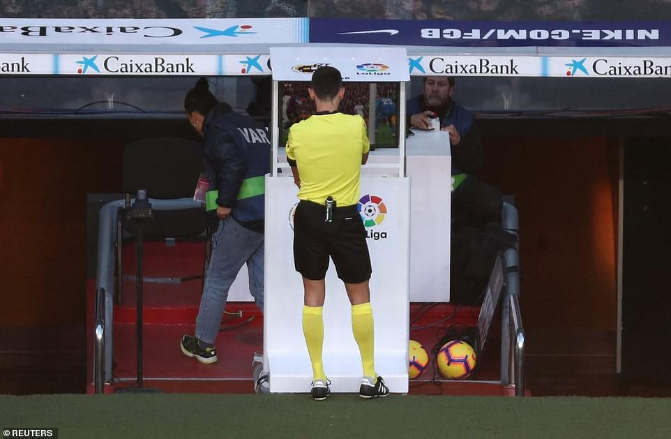 Hat-trick thần thánh của Suarez và top 5 điểm nhấn không thể bỏ qua ở trận El Clasico - Ảnh 3.