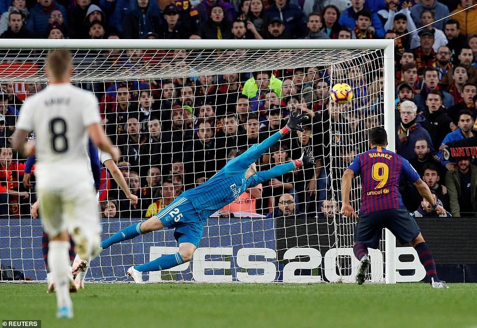 Hat-trick thần thánh của Suarez và top 5 điểm nhấn không thể bỏ qua ở trận El Clasico - Ảnh 2.