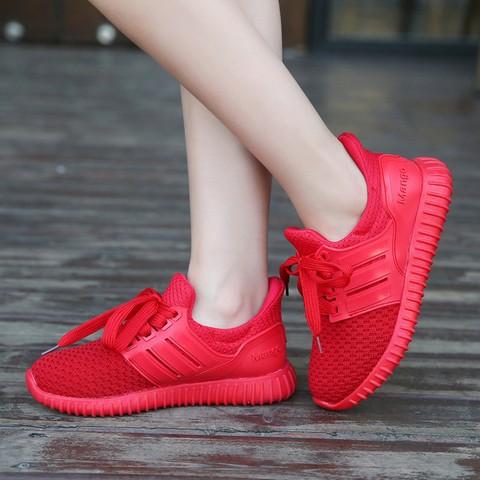 Giày thể thao màu gì dễ phối đồ nhất?  - Ảnh 8.
