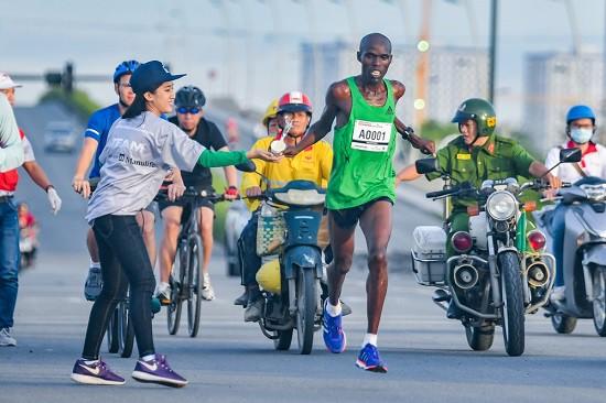 Lộ trình thay thế các tuyến đường cấm ở giải marathon quốc tế Techcombank TPHCM - Ảnh 3.