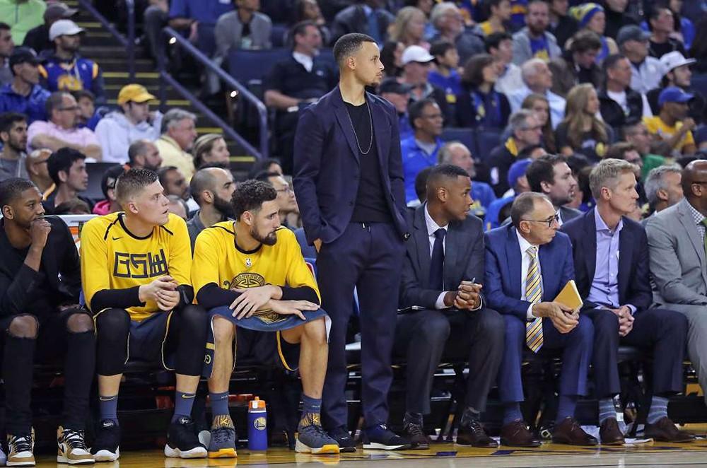 Video Stephen Curry gặp tai nạn giao thông xuất hiện: Quá may mắn cho siêu sao Golden State Warriors - Ảnh 4.
