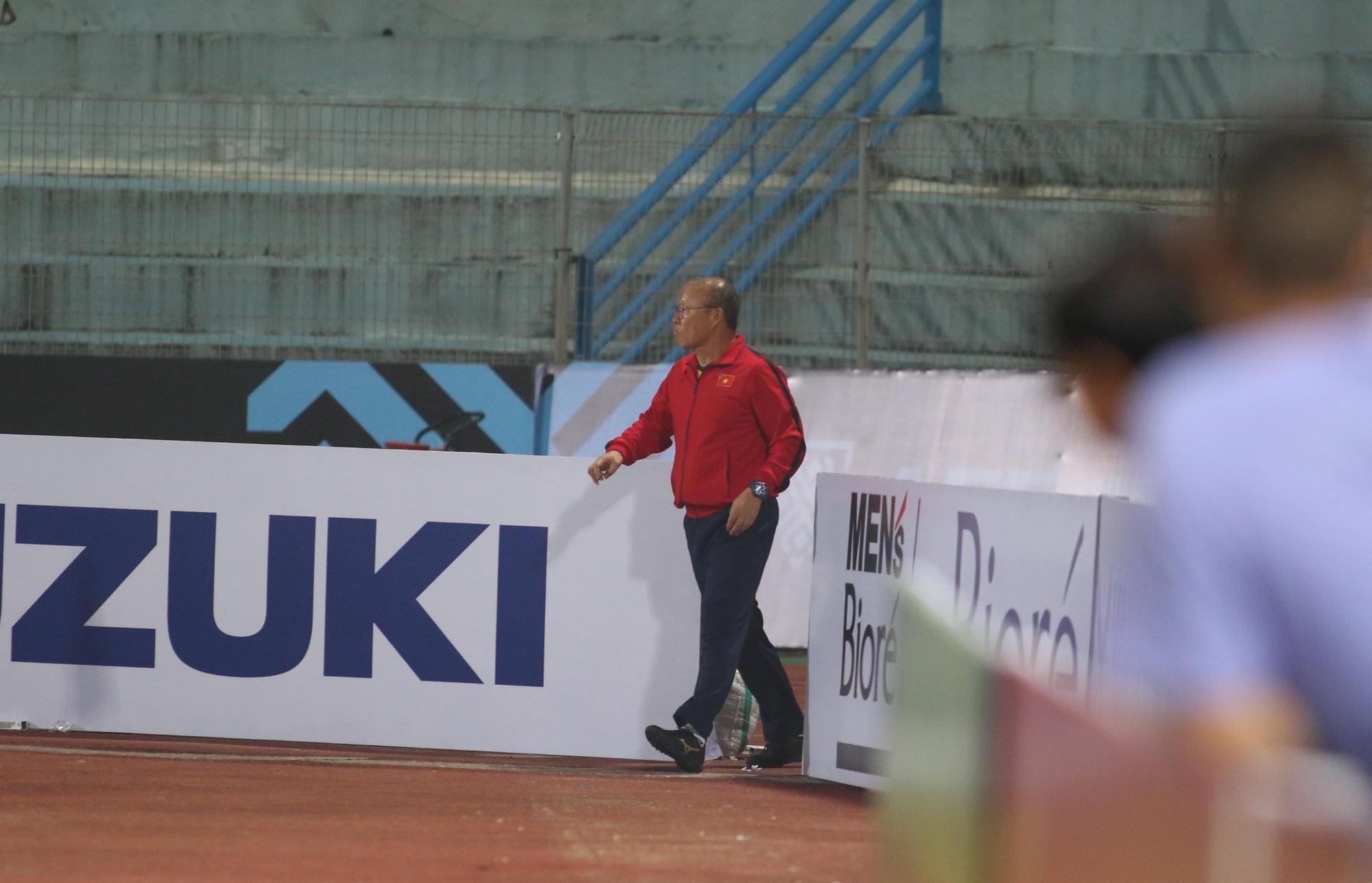 HLV Park Hang Seo cấm cầu thủ vượt rào trước trận gặp Campuchia - Ảnh 1.