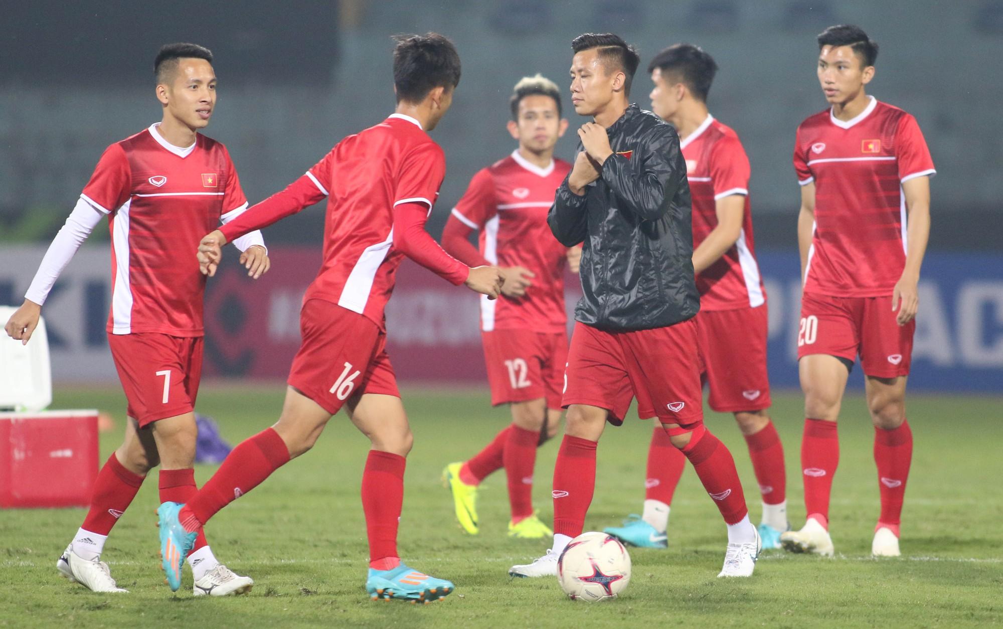HLV Park Hang Seo cấm cầu thủ vượt rào trước trận gặp Campuchia - Ảnh 6.