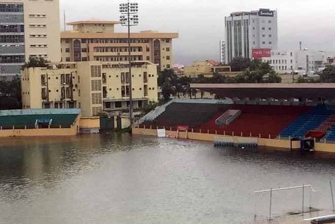 Bão số 9 sắp đổ bộ, các cầu thủ S.Khánh Hòa được nghỉ tập để ứng phó với bão - Ảnh 2.