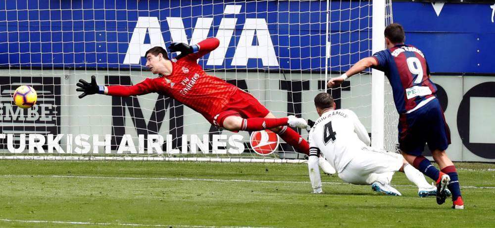 Bệnh xa nhà và những điểm nhấn khi Real thua sốc trước Eibar - Ảnh 3.