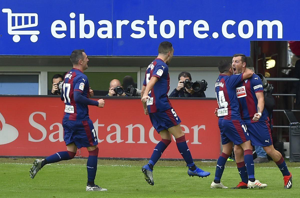 Bệnh xa nhà và những điểm nhấn khi Real thua sốc trước Eibar - Ảnh 1.