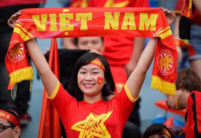 Dàn nữ cổ động viên đốt cháy trận cầu Việt Nam vs Campuchia - Ảnh 5.