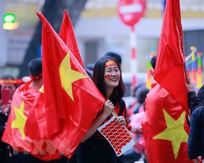 Dàn nữ cổ động viên đốt cháy trận cầu Việt Nam vs Campuchia - Ảnh 6.