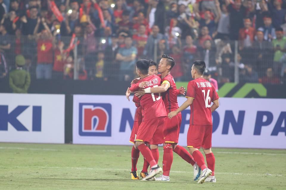 Văn Đức, Quang Hải ghi bàn thắng đẹp nhất lượt cuối cùng vòng bảng AFF Cup 2018 - Ảnh 1.