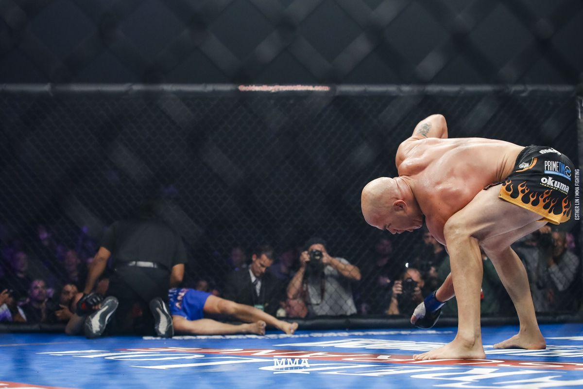 Rửa hận thù xưa, Tito Ortiz hạ knock out kỳ phùng địch thủ Chuck Liddell - Ảnh 6.