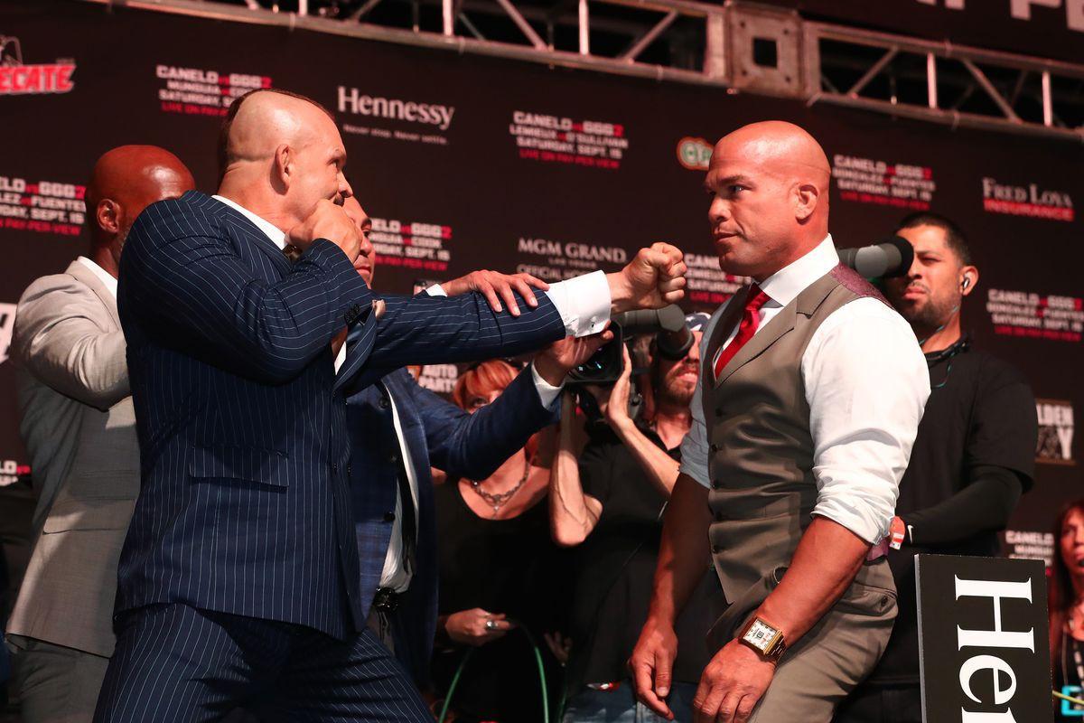 Rửa hận thù xưa, Tito Ortiz hạ knock out kỳ phùng địch thủ Chuck Liddell - Ảnh 7.