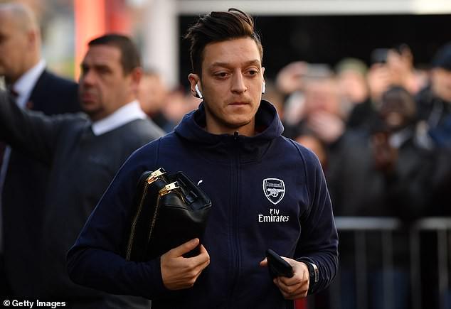 Đây là lý do Mesut Ozil bị HLV Emery gạt ra khỏi đội hình đấu Bournemouth? - Ảnh 1.