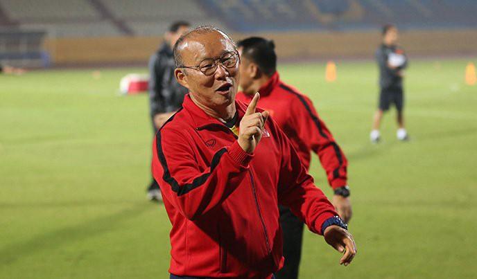 HLV Lê Thuỵ Hải bất ngờ khen ông Park Hang Seo lắm chiêu - Ảnh 2.