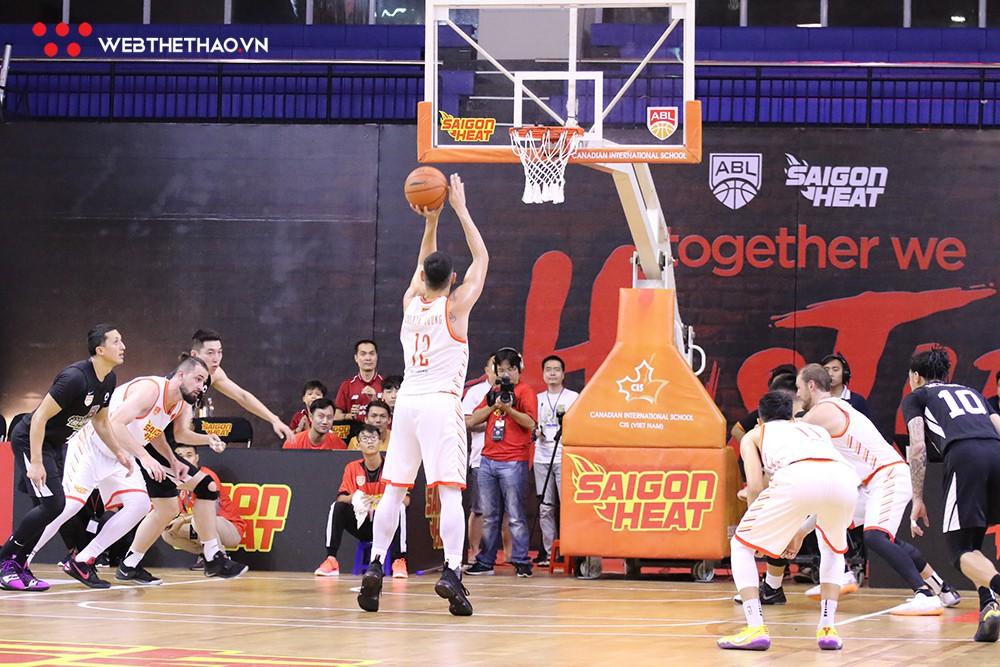 Trevon Hughes và Sang Đinh xuất sắc mang về chiến thắng nghẹt thở cho Saigon Heat trước Macau Black Bears - Ảnh 7.