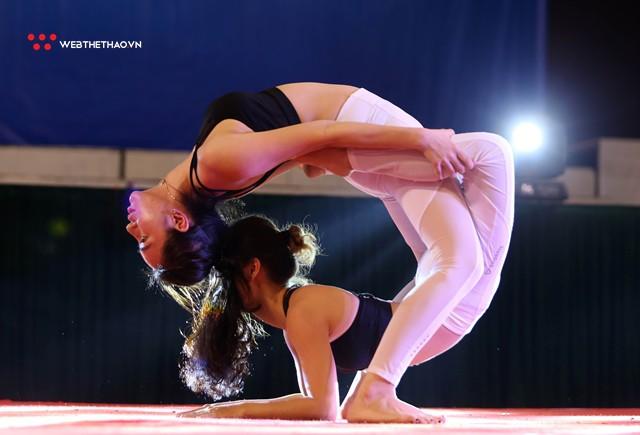 Ấn tượng những đôi uyên ương tỏa sáng tại Giải vô địch yoga quốc gia lần thứ nhất năm 2018 - Ảnh 6.