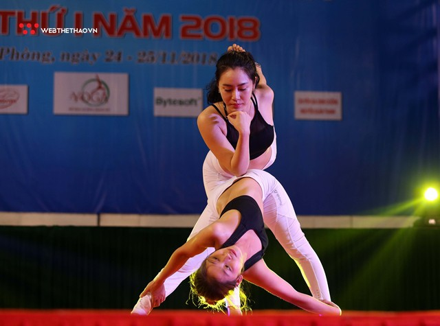 Ấn tượng những đôi uyên ương tỏa sáng tại Giải vô địch yoga quốc gia lần thứ nhất năm 2018 - Ảnh 4.