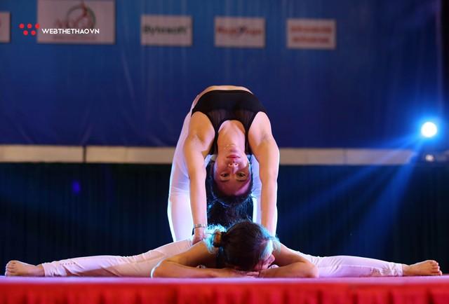 Ấn tượng những đôi uyên ương tỏa sáng tại Giải vô địch yoga quốc gia lần thứ nhất năm 2018 - Ảnh 5.