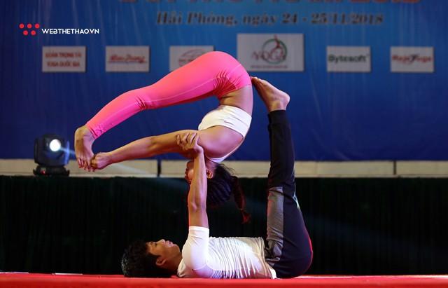 Ấn tượng những đôi uyên ương tỏa sáng tại Giải vô địch yoga quốc gia lần thứ nhất năm 2018 - Ảnh 14.