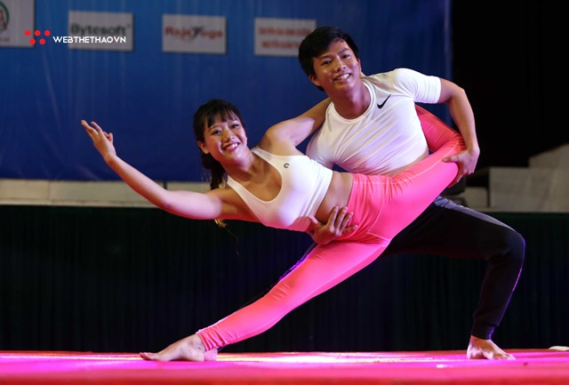 Ấn tượng những đôi uyên ương tỏa sáng tại Giải vô địch yoga quốc gia lần thứ nhất năm 2018 - Ảnh 8.