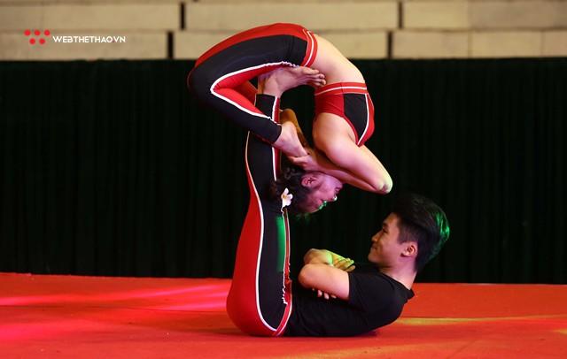 Ấn tượng những đôi uyên ương tỏa sáng tại Giải vô địch yoga quốc gia lần thứ nhất năm 2018 - Ảnh 11.